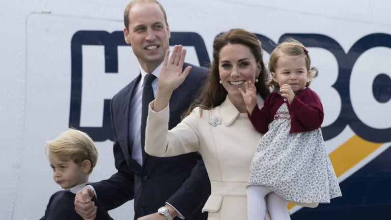 Printul-William-duce-Kate-printul-George-si-printesa-Charlotte